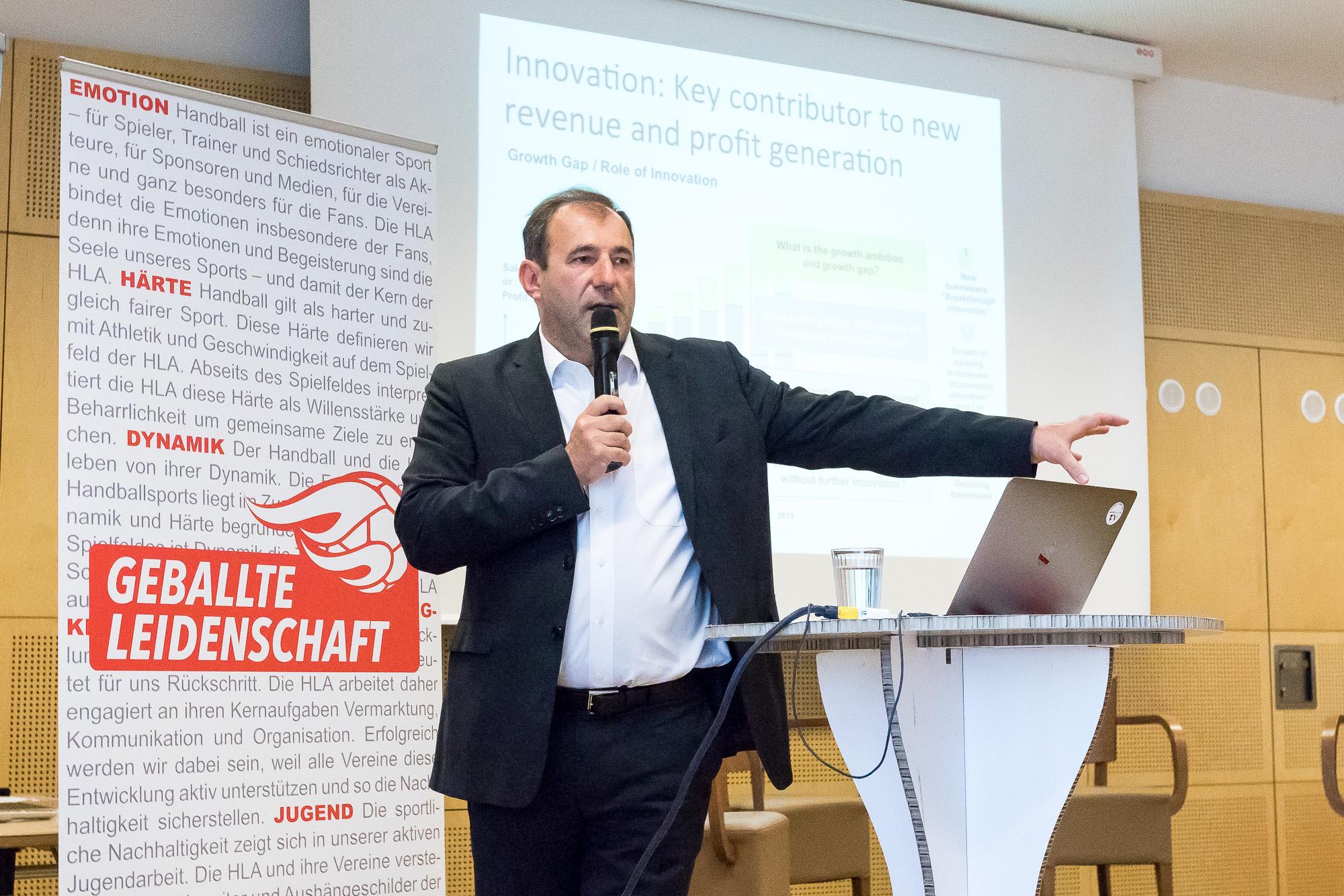 ©HLA/Sebastian Pucher - Keynote Dr. Boris Nemsic beim ERSTEN HLA BRANCHENTREFF mit cinnamon Hospitality