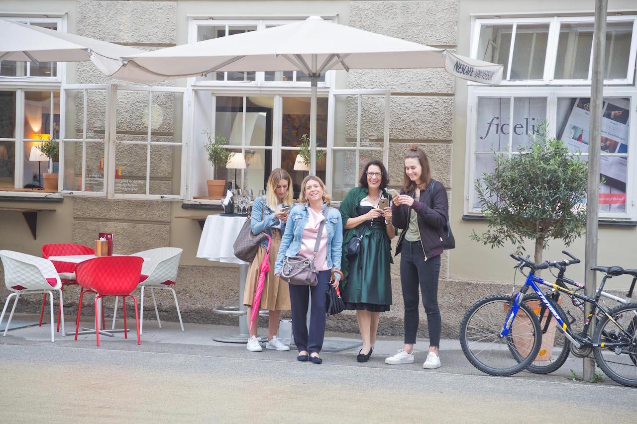 Foto: Wildbild! Publikum der ersten Salzburger Samsonite Festspiele 2017 mit cinnamon Hospitality & Promotion
